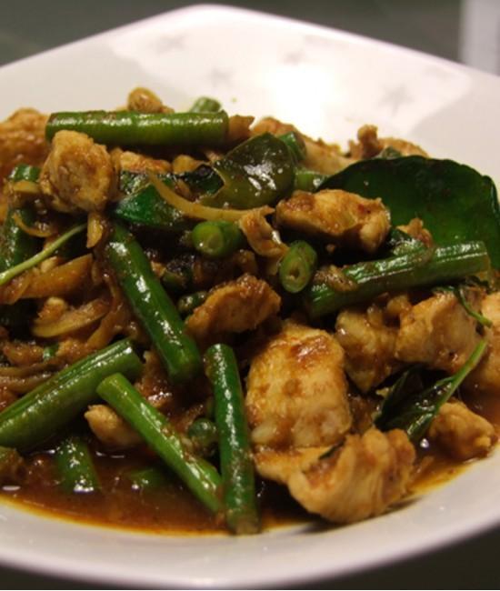 Chicken With Curry Paste - Gai Phad Prik Gaeng