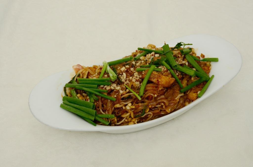 Chicken Flat Noodles - Phad Thai Gai